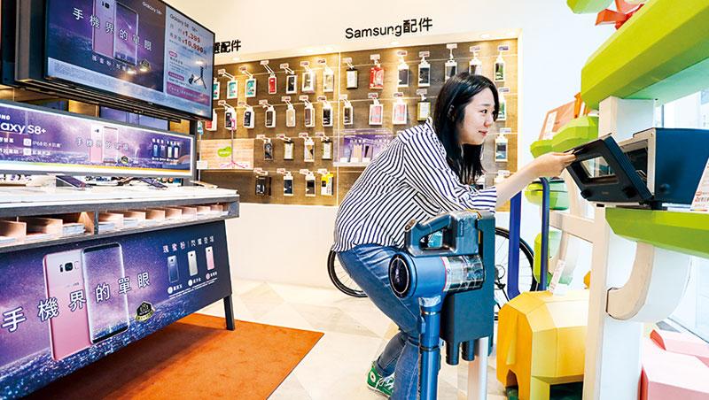 未來電信門市將不再只有手機、3C 配件,賣烤箱、吸塵器、空氣清淨機等家電正揭開電信通路的轉型序幕。