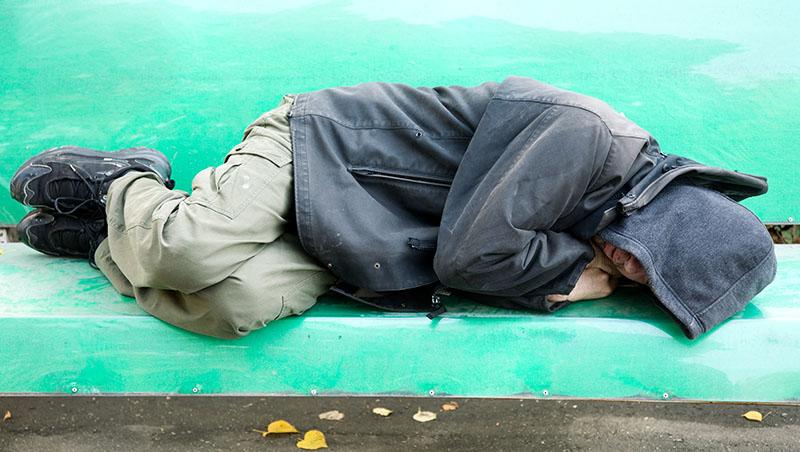 身價千萬的野雞車大亨,65歲淪為街友,口袋只剩7元,卻在街頭找到真愛...「這輩子我可以為她生、為她死」