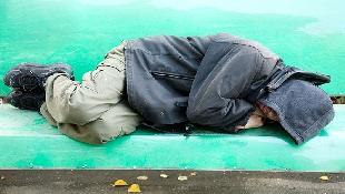 身價千萬的野雞車大亨,65歲淪為街友,口袋只剩7元,卻在街頭找到真愛