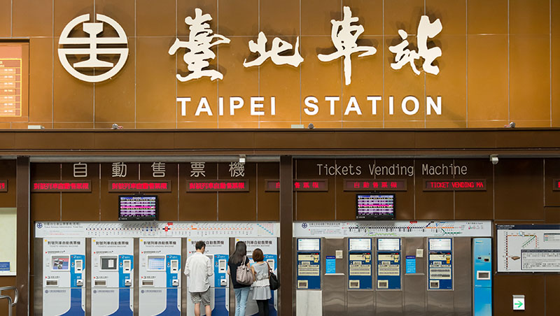 給小孩空間太難...5歲女童在台北車站裸體是放任嗎?台灣對教養的想像太僵化了