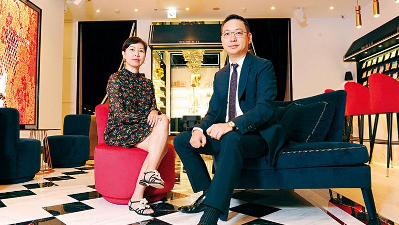霈方總經理呂慶盛(右)負責前端銷售與服務,妻子呂美珍(左)負責品牌形象與行政工作,兩人聯手出擊。
