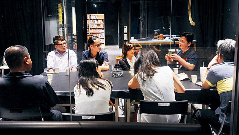 旭榮集團執行董事黃冠華為青年創業家辦了以讀書會為名的私密聚會,以陪伴力量,幫創業者解答各種難題。