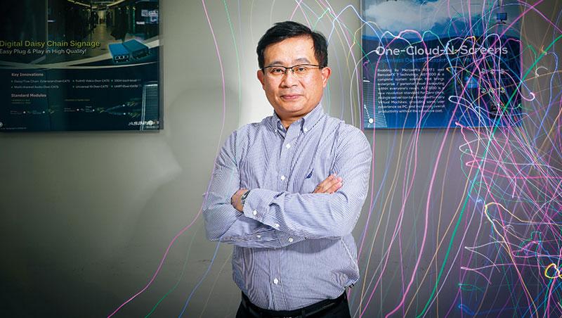 創業13 年,林鴻明終於等到冷灶燒熱,去年更反過頭購併美國大廠博通旗下團隊。