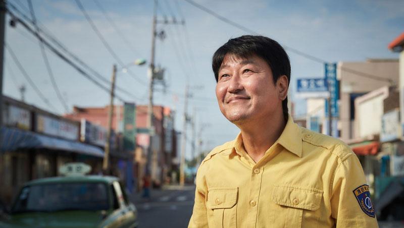 今年韓國最紅電影《我只是個計程車司機》的啟示:如果你只有善良,就等著被子彈穿過胸膛吧 - 商業周刊