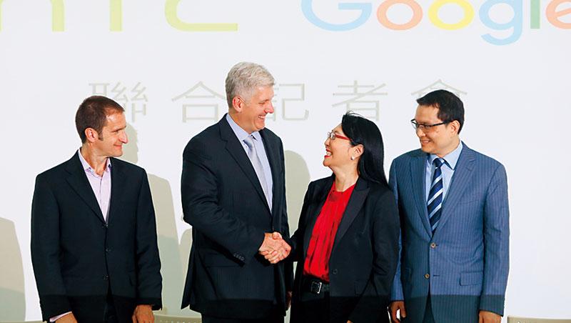 九月二十一日,宏達電宣布以十一億美元出售手機ODM部門給Google,這筆錢,包含了約兩千名員工和專利。