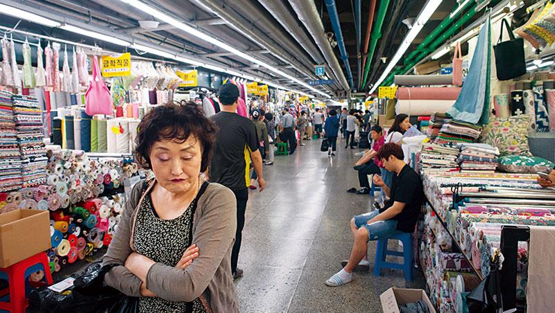 韓國企業信心指數近年來都不到正常值100,主因就是北韓核武陰影下無力自保。