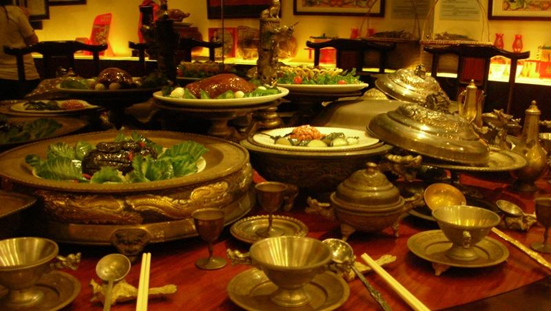 巴結是必要的維繫感情!清朝「滿漢全席」根本不是皇室御宴,而是官員為了討好皇帝的產物