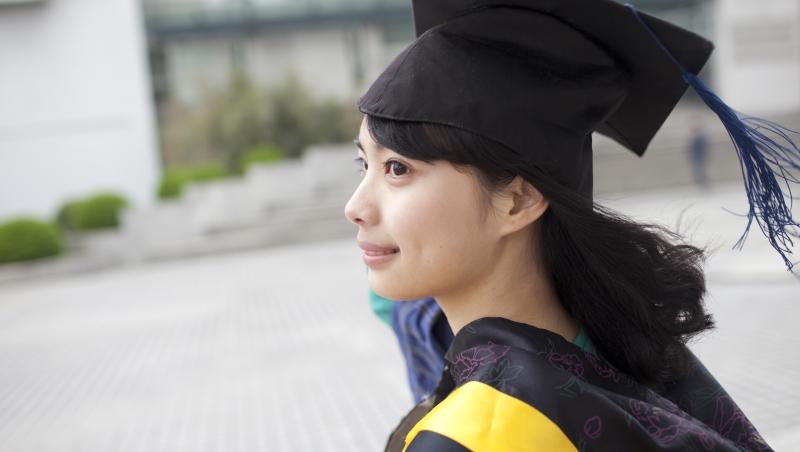 脫光衣服排隊的澡堂、一條溝到底的馬桶...網紅冏星人:在上海,讓我消滅羞恥心的大學生活