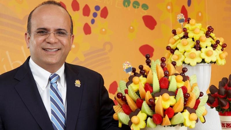 花店工讀生,翻身年營收6億美金企業家!把花卉變成能吃的水果拼盤,連鎖店1萬家