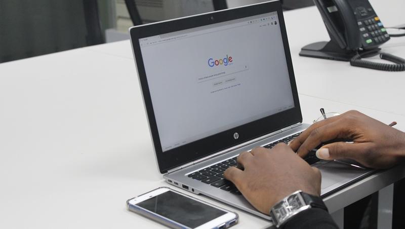 Google搜尋10大神技》「星號*」超萬用!忘記一個字別打「X」,用「柯*哲」也能搜到結果