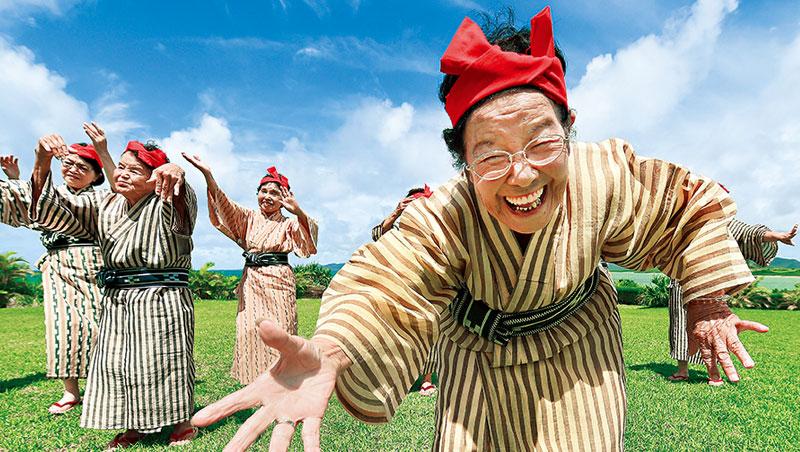 日媒筆下的銀髮族似乎離「幸福感」遙遠,但去年一家銀行調查卻發現:生活更接近「幸福」受訪者占全體78.3%。