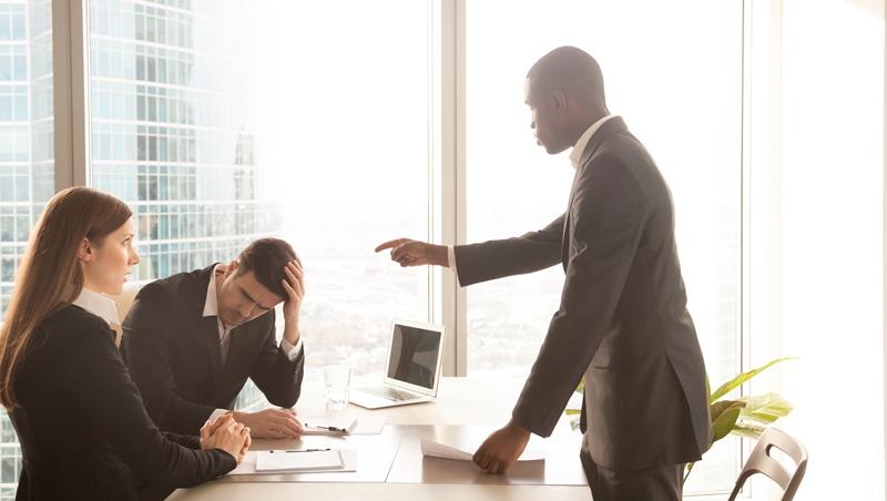 同事偷走你的點子、主管公開給你難看...在辦公室不傷感情,又能捍衛自己的方法