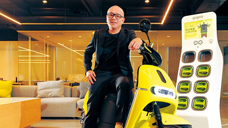 坐在今年才推出的Gogoro 2上,陸學森(圖)說,「用他們(其他汽油機車)的成本和毛利,我可以做出一台車了。」
