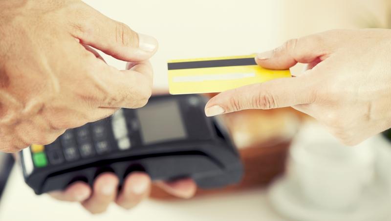 「刷卡可以累積紅利點數,比現金更划算」相信這句話,難怪你會成為金錢奴隸