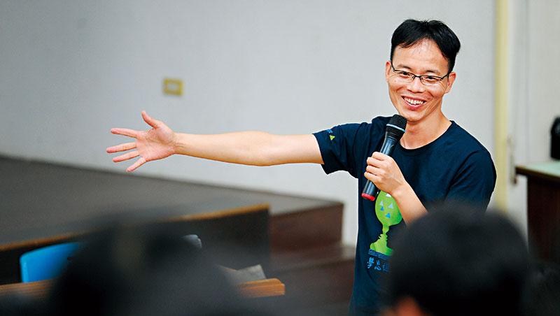 台北市中山女高老師、作家 張輝誠