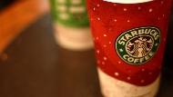 解讀星巴克超狂「杯子經濟」:聖誕限量杯、城市馬克杯...星巴克到底是賣咖啡還是賣杯子?
