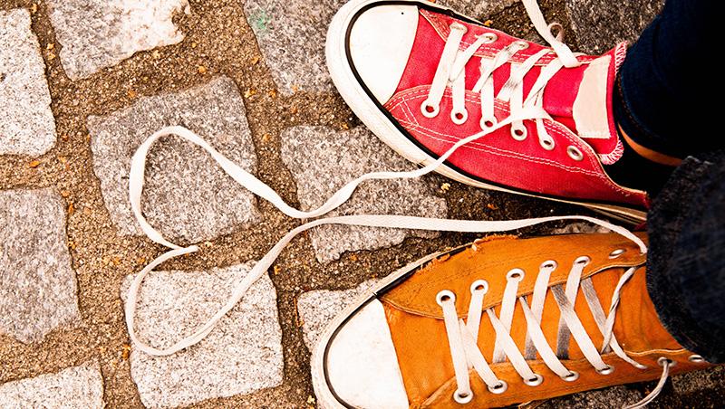 買到一雙不合腳的鞋,你打算穿幾次才放棄?諾貝爾經濟學獎得主,專治你的「不當行為」!