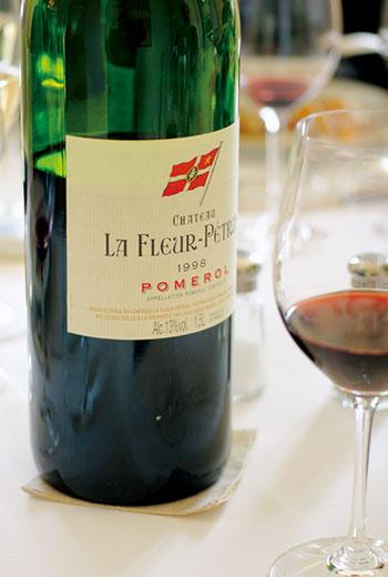 波美侯Pomerol,波爾多右岸最知名的產區,700多公頃的葡萄園種植高比例的梅洛(Merlot)葡萄,是全球最精彩的梅洛紅酒產地。