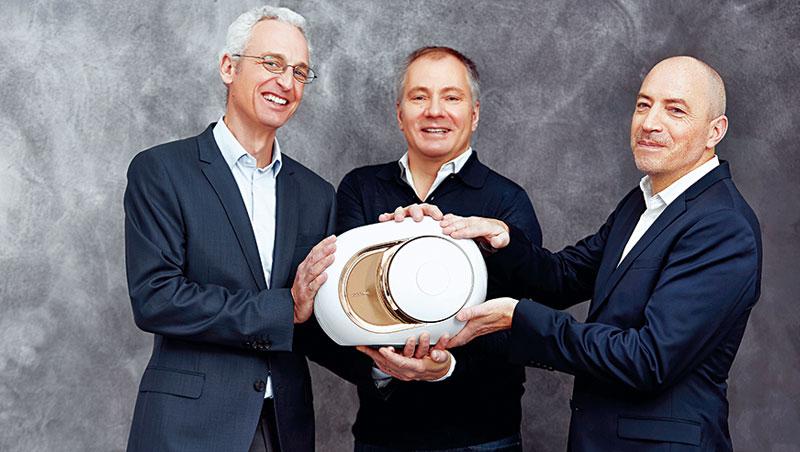 以技術長卡玫爾(左起)為中心,結合執行長桑尼耶的行銷專業和首席設計師納爾當,讓帝瓦雷走出法國。