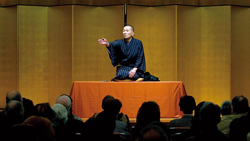 日本落語界正努力在國內外推廣日益凋零的表演文化,好比大師三遊亭龍樂曾率團赴義大利登台演出。