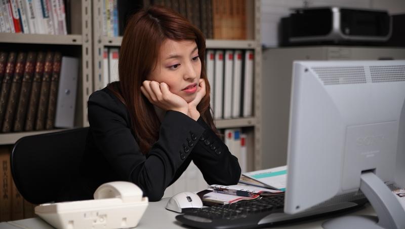 「每天機械勞動!」銀行行員嘆工作沒意義,中國職場作家:職業焦慮,是認為自己的工作沒有價值