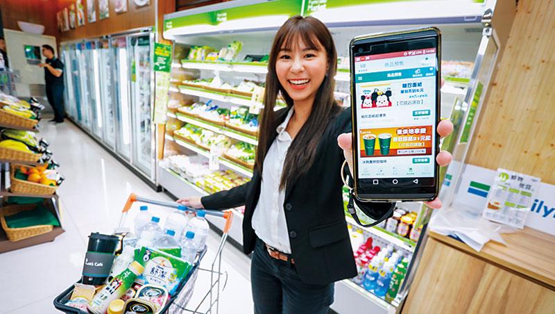 為搶當你家冰箱和倉庫,去年底開始全家也可以集點換日用品,至今已提高日用品兌換比率10個百分點。