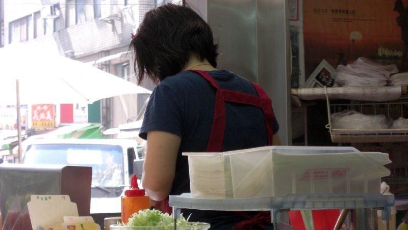 台灣的勞基法多荒謬?光看這一點就知道:「鴻海」竟然跟「路邊早餐店」遵守同樣法規