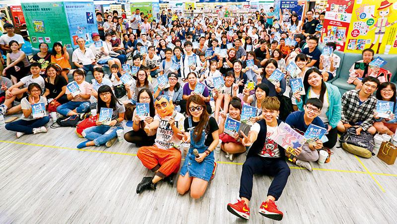 台灣頂尖網紅如蔡阿嘎等收入管道多元,包括出書、品牌代言等,人氣打破數位與實體邊界。