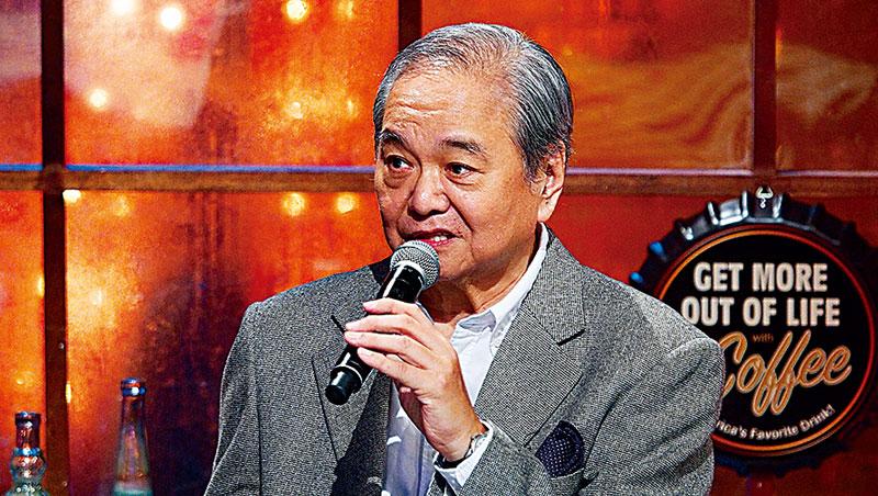 陶爸曾在台北之音主持「台北週末樂陶陶」、「陶爸On The Road」等西洋音樂節目,如今在公視重執主持棒。