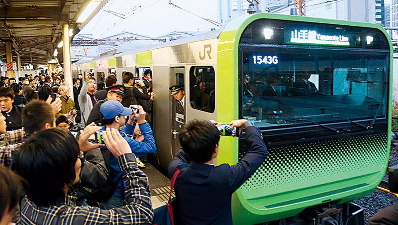 日本鐵道公司每年翻新主題包車花樣,除可帶動觀光商機,也有助乘車人口成長,活化城市。