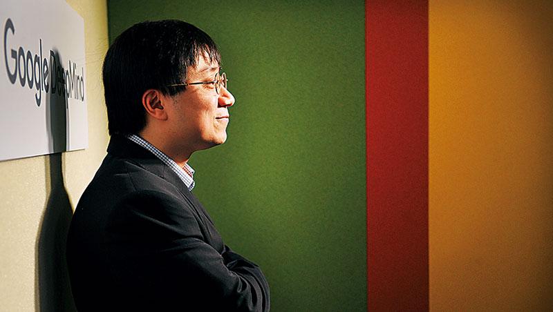 AlphaGo首席工程師黃士傑(圖)透露,AlphaGo在與韓國棋王李世乭對弈時,因演算法盲點犯下初學者錯誤,反映AI應用的風險性。