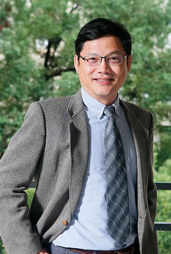台灣最深入阿里巴巴的策略老師盧希鵬,觀察國內外先行的企業後,建議大家,我們得開始練習:先射擊,後瞄準。