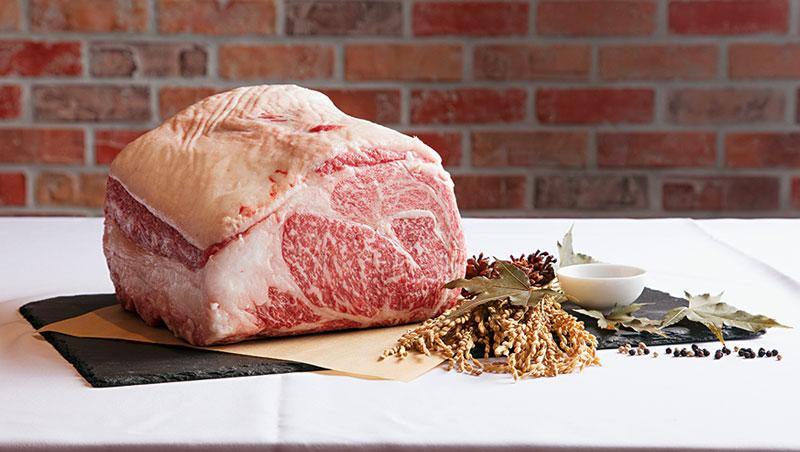 一層肉、一層油脂,正是熊本和王級和牛最迷人之處。