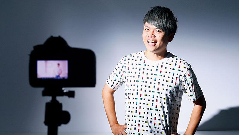 蔡阿嘎在三年前成為全台首位訂閱數破百萬的Youtuber,作品跨足書籍、電視廣告、電影等,日本觀光廳都曾兩度找他代言。