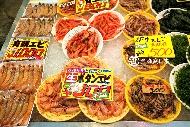 原來去築地市場吃海鮮是冤大頭!一箱螃蟹不到台幣500...達人推薦:日本必去的「海鮮市場」