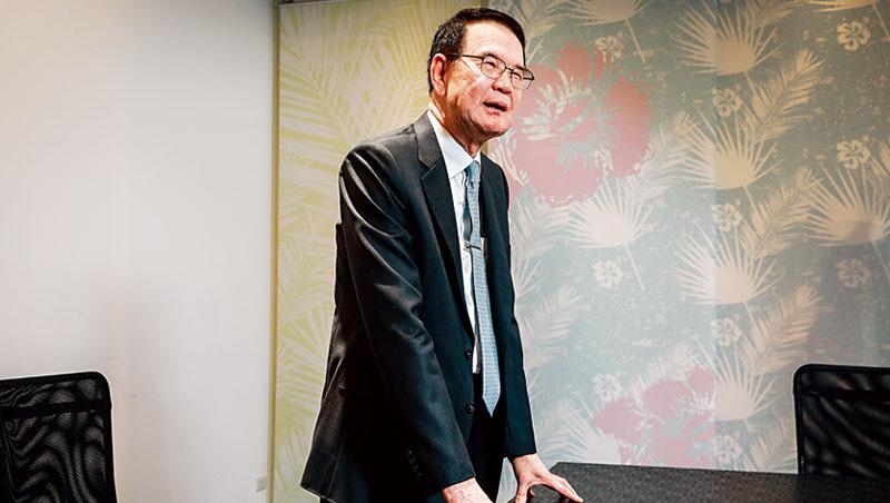 儒鴻洪鎮海:「你現在沒有去做(轉型)這件事,未來就不是衰退三點幾%,後面可能會多一個零。」