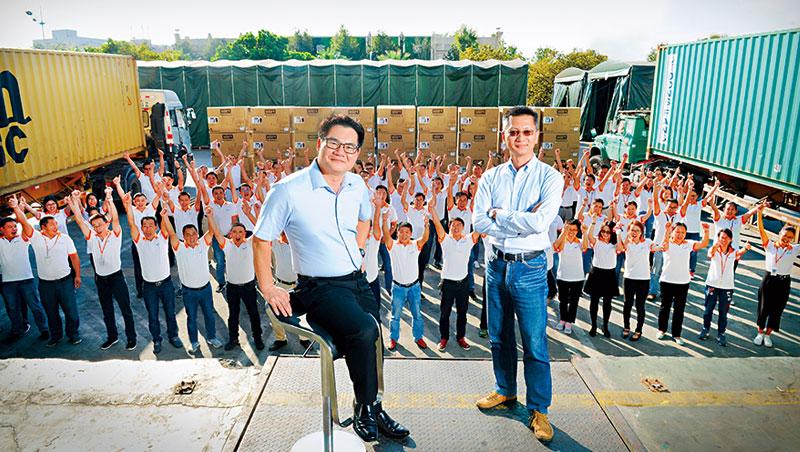 大統營、合一董事長林裕隆,50歲(左)、大統營總經理林志鴻,47歲(右)