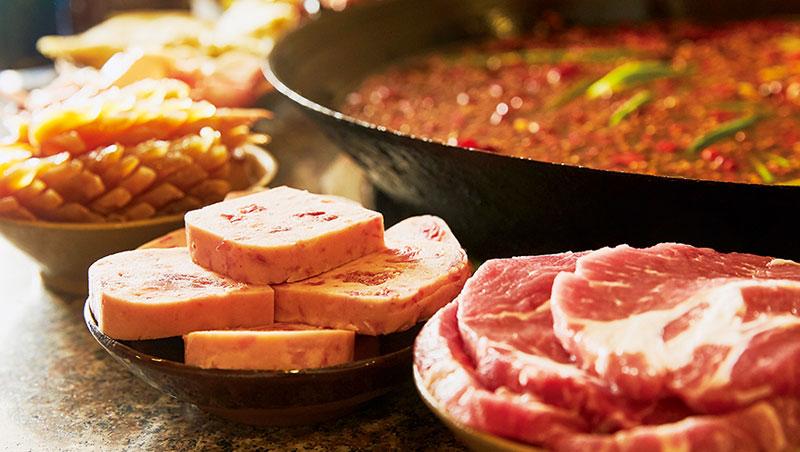 渝宗主打肉品,如選自榮昌豬的老肉片、午餐肉,厚度均是同業二倍。