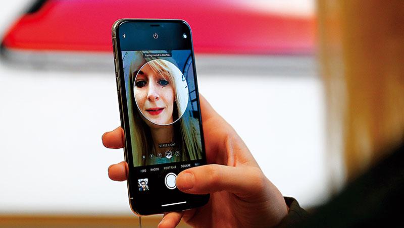 iPhoneX採3D感測器辨識人臉,支付及其他擴增實境皆可應用,台廠供應鏈受惠。