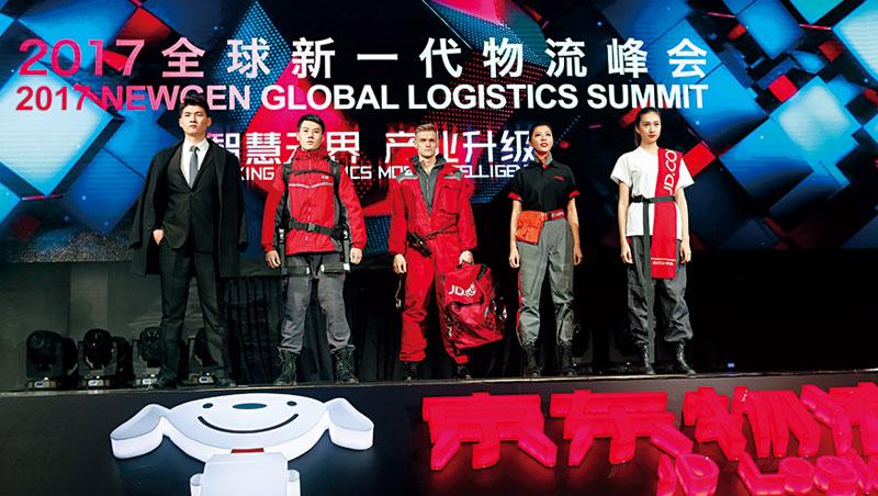 配送員制服分5種,例如配送名錶、名牌包等奢侈品,必須穿西裝;送冷凍食品則穿工作服。