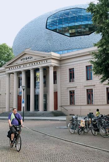 荷蘭阿姆斯特丹近郊小鎮茲沃勒,有一座方達提視覺藝術博物館(Museum deFundatie)。