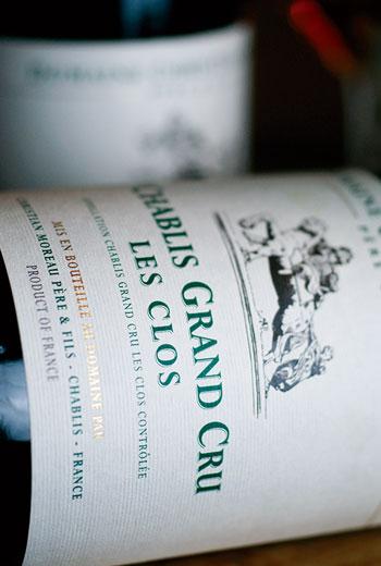 Les Clos以雄厚的酒體,硬實的酸味和海味礦石香氣聞名。
