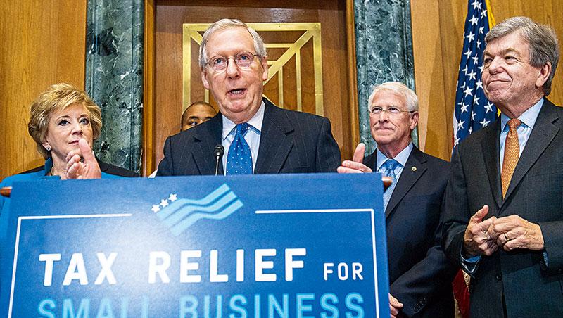 美參議院通過的稅改方案成科技股毒藥,影響台股。圖中為參議院共和黨領袖麥康諾在華盛頓談稅改。