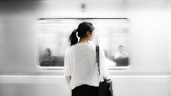 年近30有對象卻不想結婚好奇怪?一個7年級生的觀察:台灣人焦慮太多,美國人只擔心有沒有在做自己喜歡的事