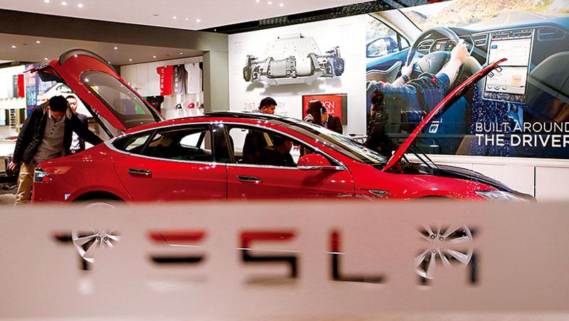 特斯拉引爆電動車、自駕車話題,掀起將科技導入全球1億輛汽車的新商機。