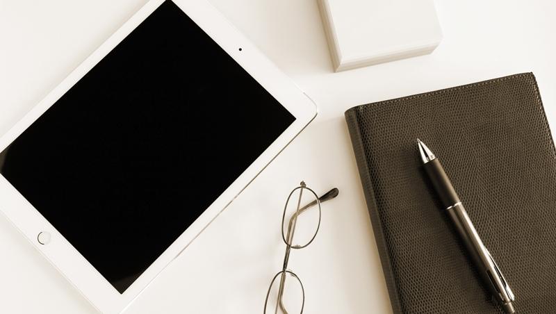 為了看起來像創業家,砸錢買最新iPhone和Mac...結果還沒賺錢隔年就收攤!問題出在不懂這件事