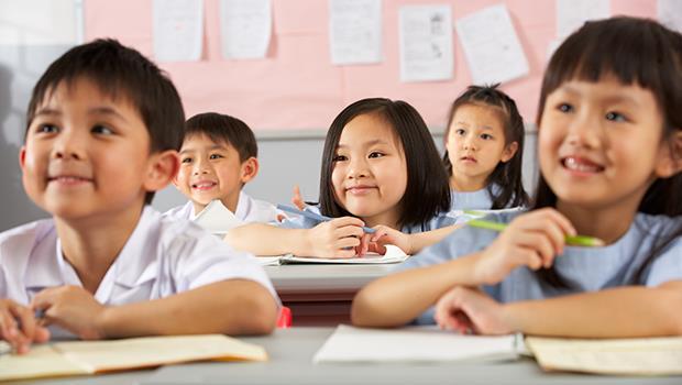 小孩在家大吼大叫,為什麼一進校門就安靜了?法國教育:爸媽永遠無法取代老師