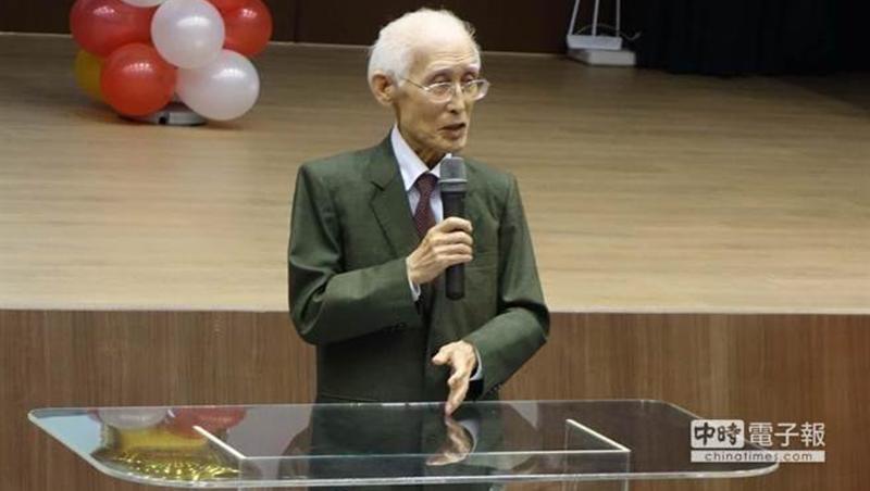 「鄉愁是一枚小小的郵票」詩人余光中90歲辭世
