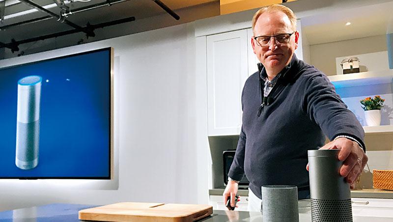 亞馬遜為了搶今年耶誕節送禮商機,推出功能升級的新版智慧音箱應戰。