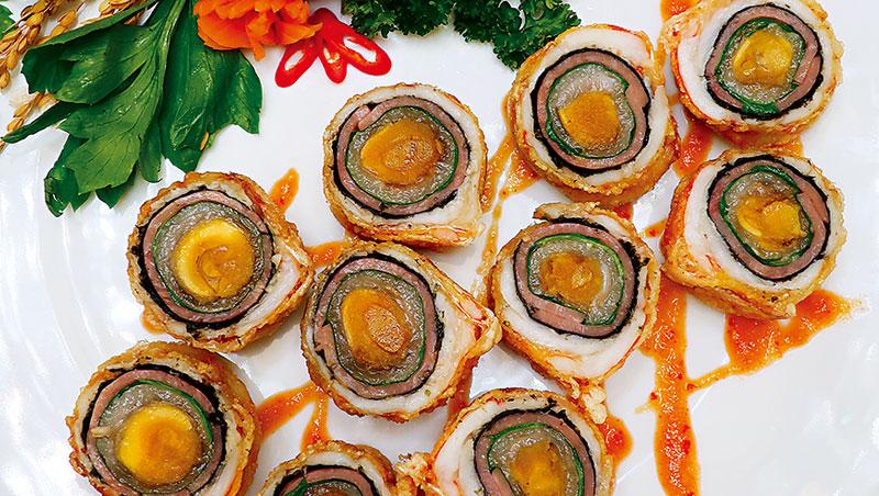 台灣古早宴席菜,不管是「酒家菜」、「辦桌菜」,以及隱於豪門家廚裡的「阿舍菜」,曾領一時風騷、通行於上流社交宴飲場合。二次大戰後因統治與菁英階層的位移,加之中國各省菜大舉來台形成的排擠效應等原因而逐步沒